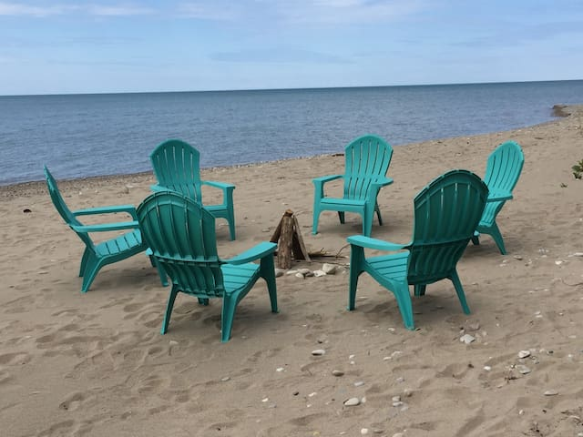 Scenic Waterfront retreat awaits U - Goderich - Huis