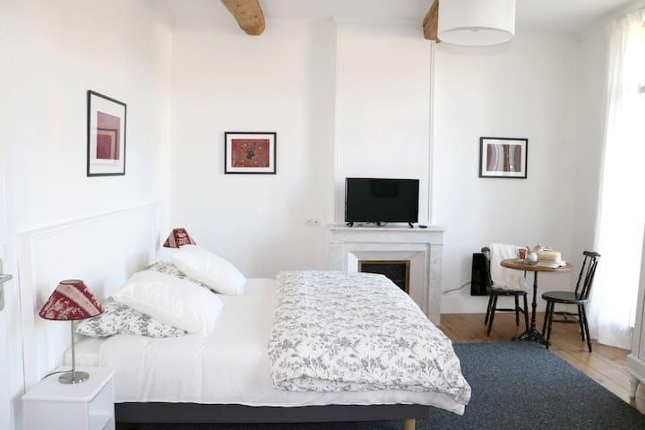 Chambre double dans Maison de Maître 1er étage - Aumes - Bed & Breakfast
