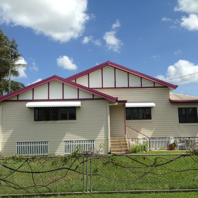 Parkside guesthouse houses for rent in ayr queensland for Parkside guest house bath