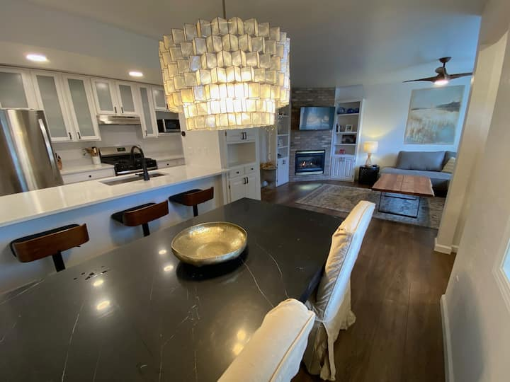 Newly Remodeled 2 Bed Townhome Minutes to Slopes