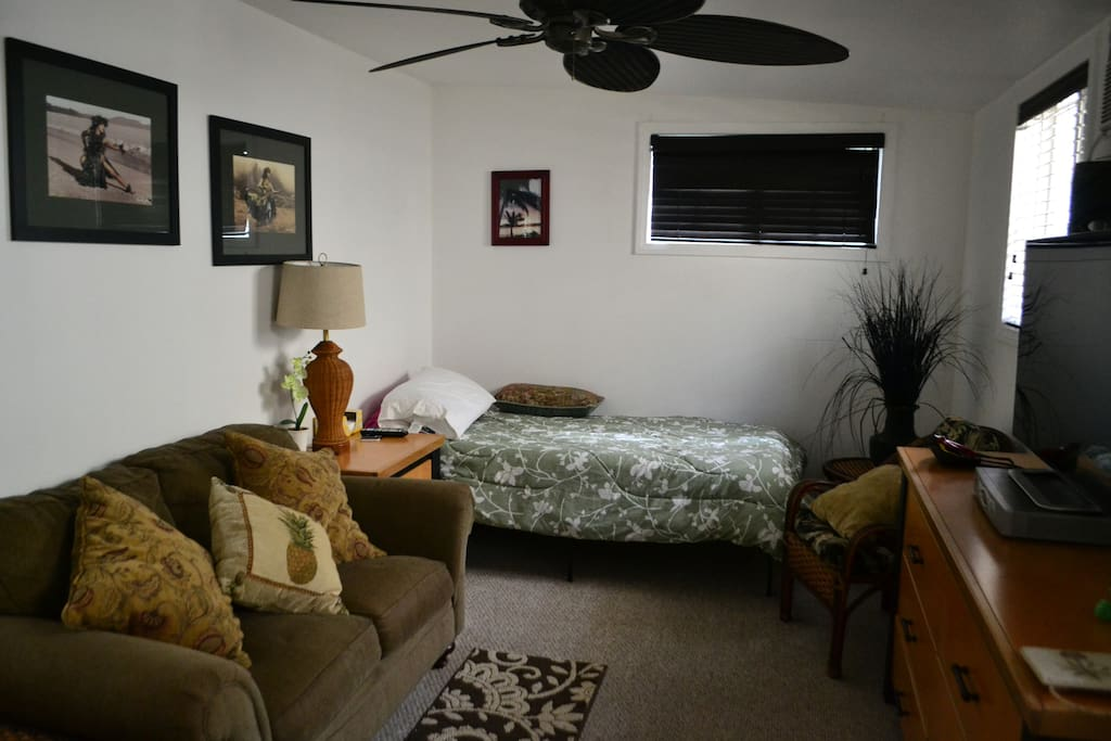 10x20 room, loveseat, queen bed