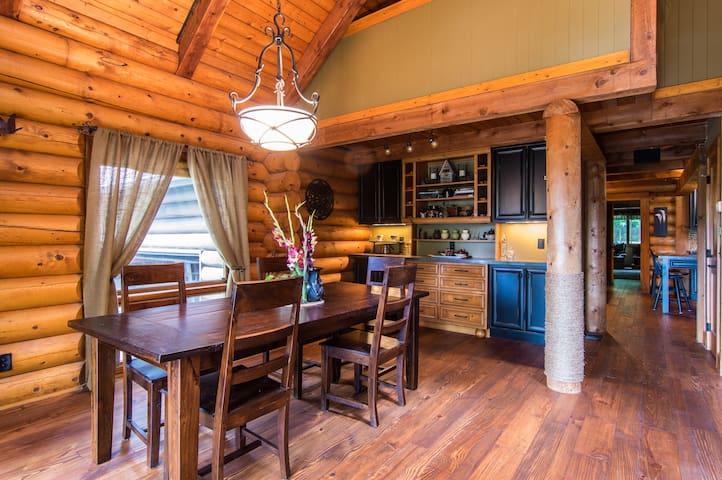 Woodhaven Cabin Guest Room & Loft - Canton - Casa de campo