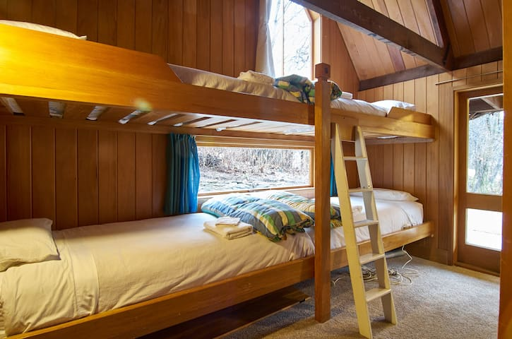 Cosy bunk room to sleep four