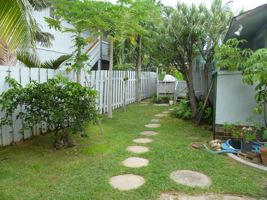 Makaha surfing beach oahu hi cottages for rent in for Cabins in oahu