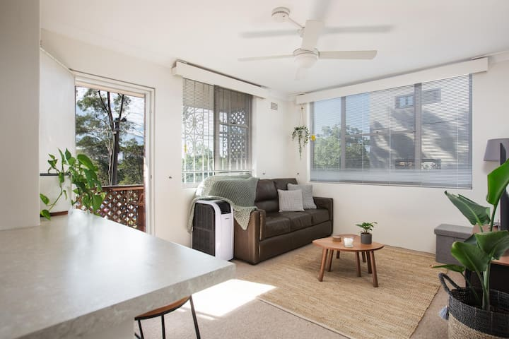 Homey Apartment With Balcony near Centennial Park