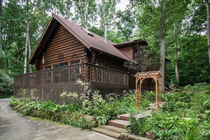 Woodhaven Cabin Guest Room & Loft - Canton - Hytte