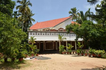 At the Ocean Bliz Homestays you have the opportunity to visit and stay with the host in a traditional old home in a quiet locality of Alleppey town, walking distance from the Beach and the temples.