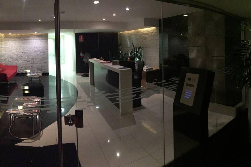 Lobby de ingreso - Intercomunicador directo para la suite