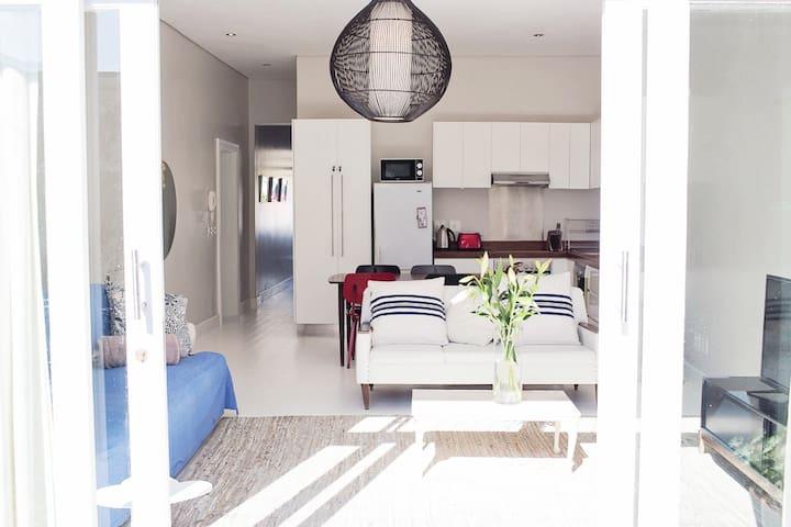 Summery Green Point Cottage Delight - Kaapstad - Huis