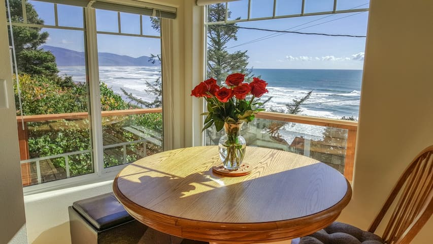 Completely Renovated with Stunning Ocean view!! - Oceanside - Casa