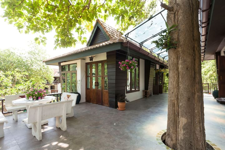 Cozy house at foot of Doi Suthep