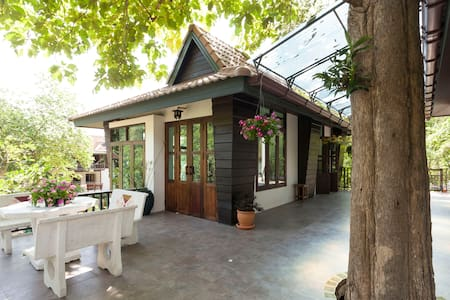 Cozy house at foot of Doi Suthep - House