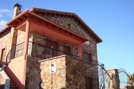 Casa Rural La Yedra (21 Plazas) - Palazuelos de la Sierra - Talo