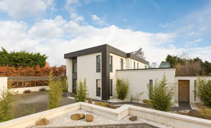 Stunning Shiro House- Upscale, Modern and Elegant.
