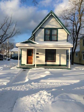 Vasa Guest House - Traverse City - Maison