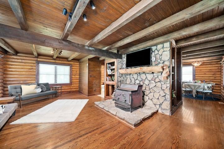 Campbell Log Cabin! Historic Charm, Modern Luxury