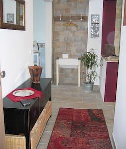 55 qm Wohnung mitten im Pott, offen und hell - Oberhausen - Apartment