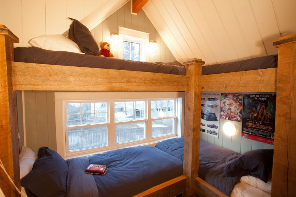 2nd Floor Bunk Room for Two Guests
