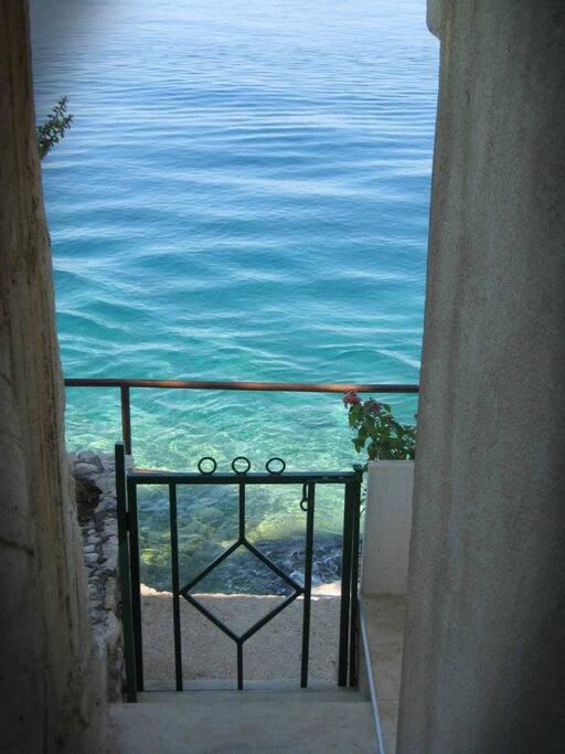 Private access to the sea.