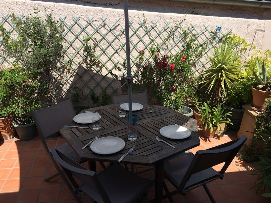 Sunny terrace for al fresco dining