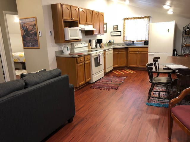 ★ Hidden Gem∙2BR ★ 300 Steps to Downtown Fruita ★