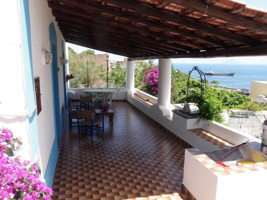 Casa lucia isola di salina eolie case in affitto a santa marina salina sicilia italia - Bagno lucia marina di pietrasanta ...