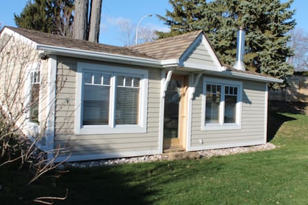 Guest House on Waterfront, private - Pointe-Claire - Bungaló