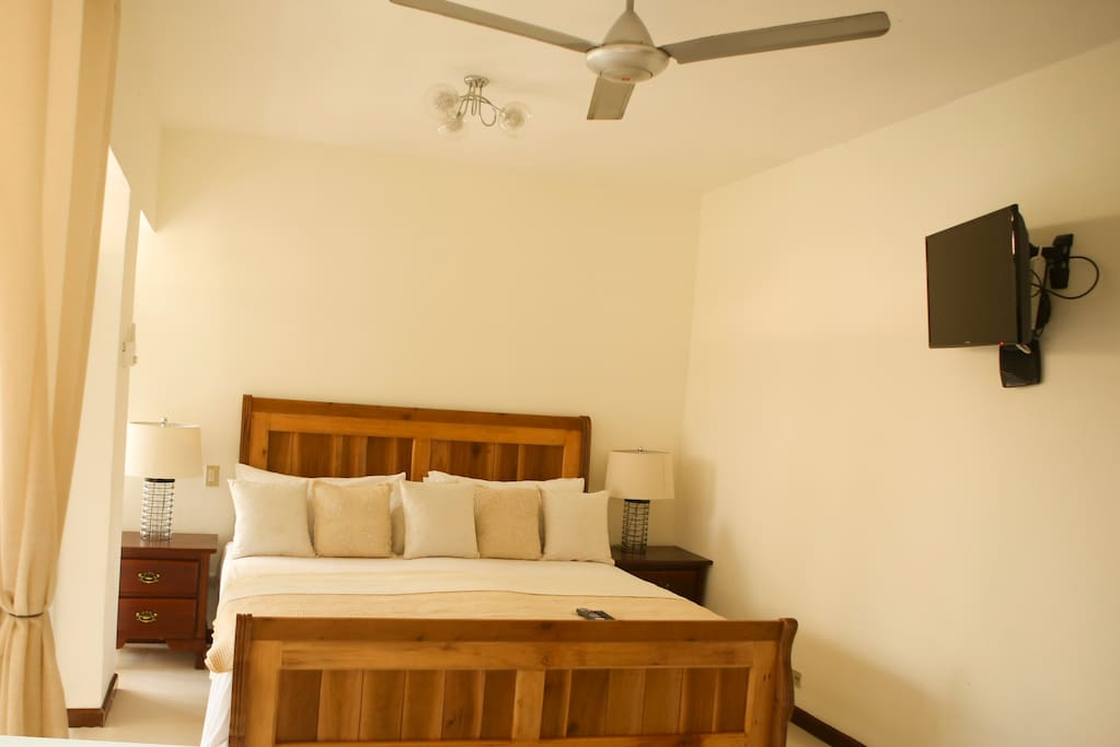Bedroom area with King-Size bed