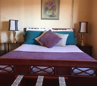 Corrales - Cozy bedroom-great views - Corrales