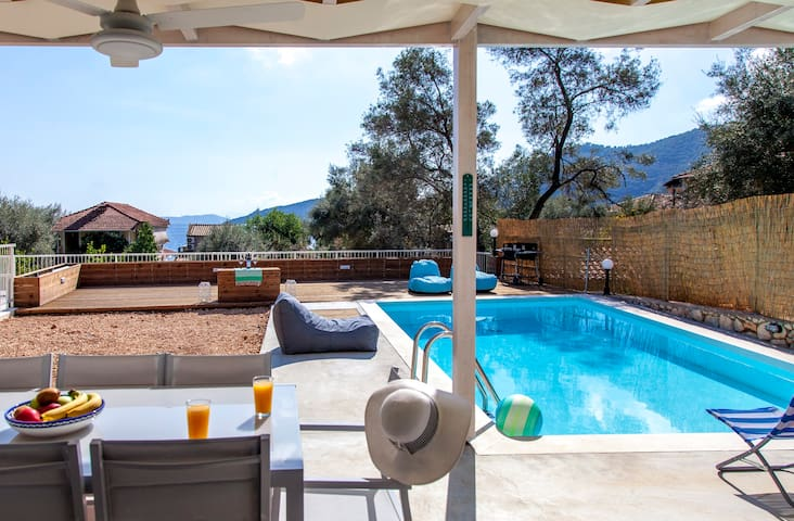 Stylish Villa Selini with Private Pool from 250€