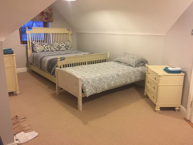 Triple room just 20 min drive from Dublin airport
