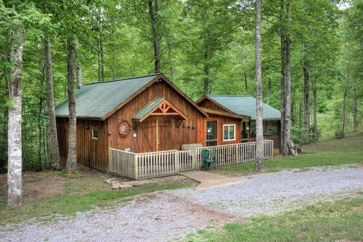 Shady's Barn - Private Smoky Moutains Getaway - Sevierville - Houten huisje