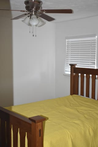 Front Bedroom Queen sized bed.Luxury Firm Mattress with soft top.Solid White Oak bedframe.Ceiling Fan Above Bed.