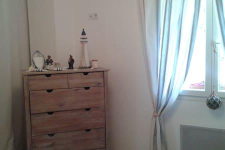 chambre au calme dans villa - Les Adrets-de-l'Estérel - Bed & Breakfast
