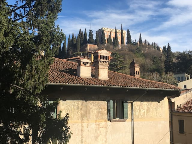 *Letters to Juliet* few steps from famous sights