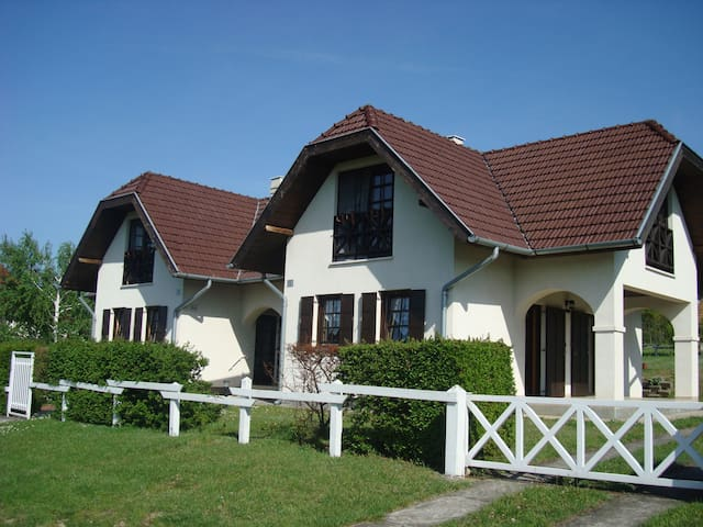 Semi-detached houses in Tamási