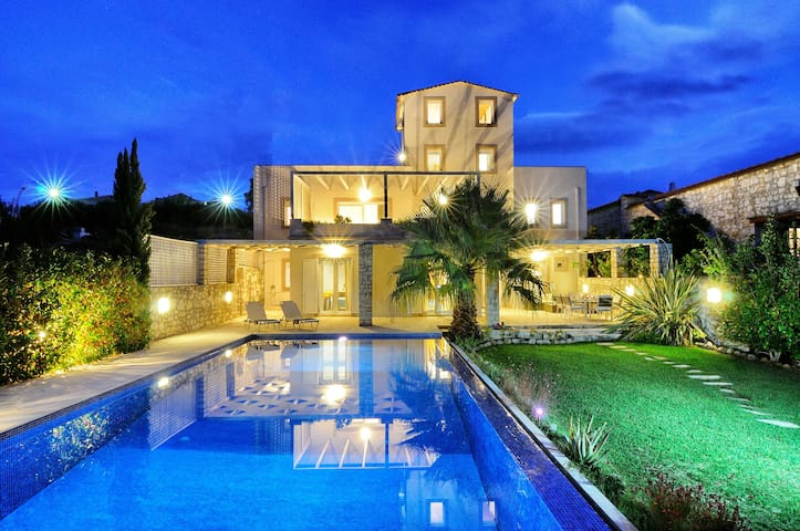 CRETAN MANSION CHANIA RETHYMNO - Dramia - 別墅