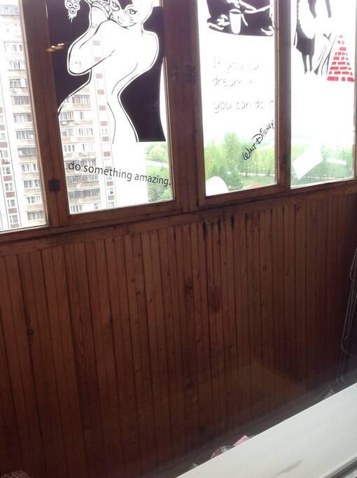 просторный балкон - где можно собраться большой компанией