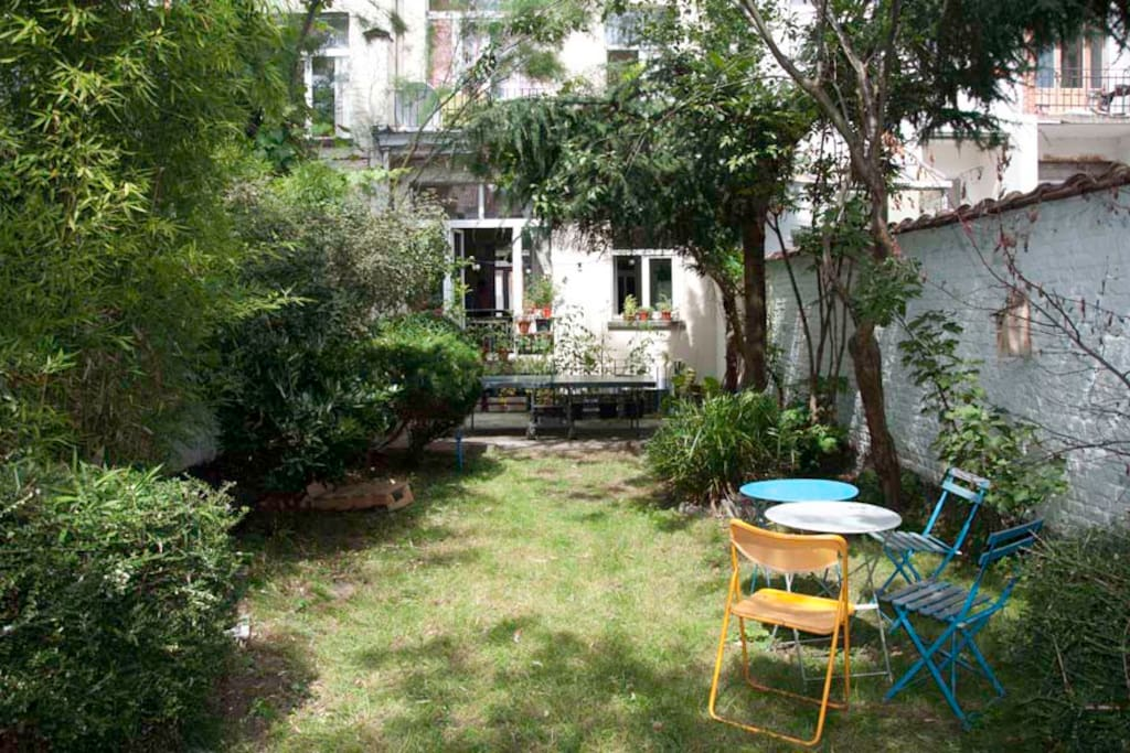 Joli rez de chauss e avec jardin apartments for rent in for Au jardin guest house welkom