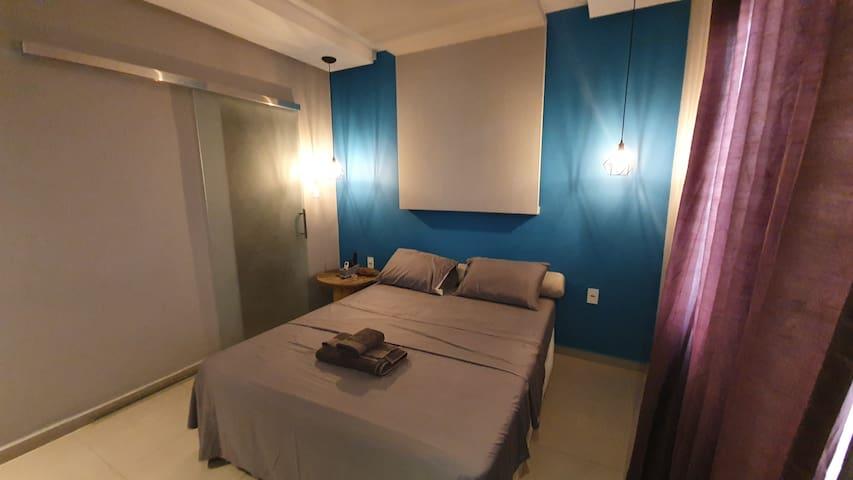 Suíteaster com cama Queen super confortável, closet e banheiro privativo! 18m2