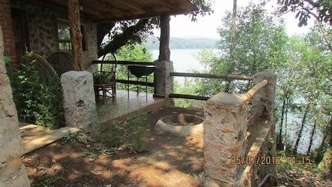Cabaña Trébol  a la orilla del Lago Zirahuen