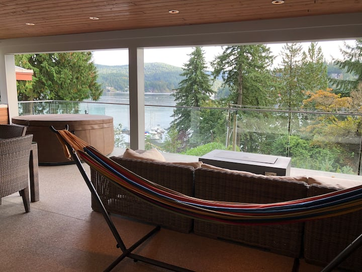 Gorgeous Waterfront Private Studio with Hot Tub