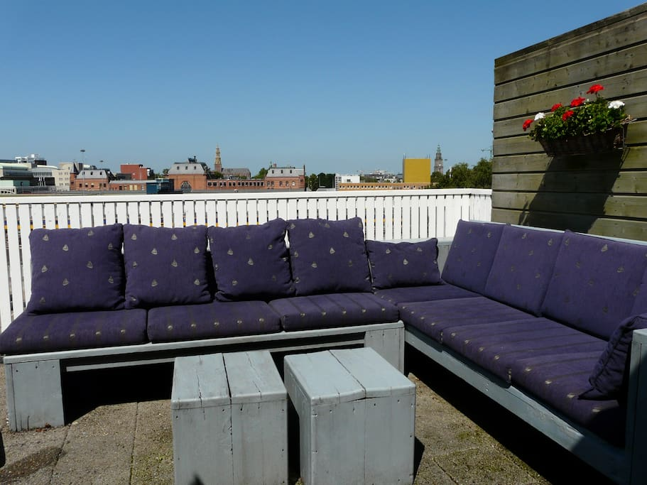 Roof terrace with a view on the trainstation and Groninger Museum
