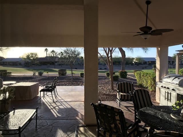 Inviting home on the golf course- Sun Lakes