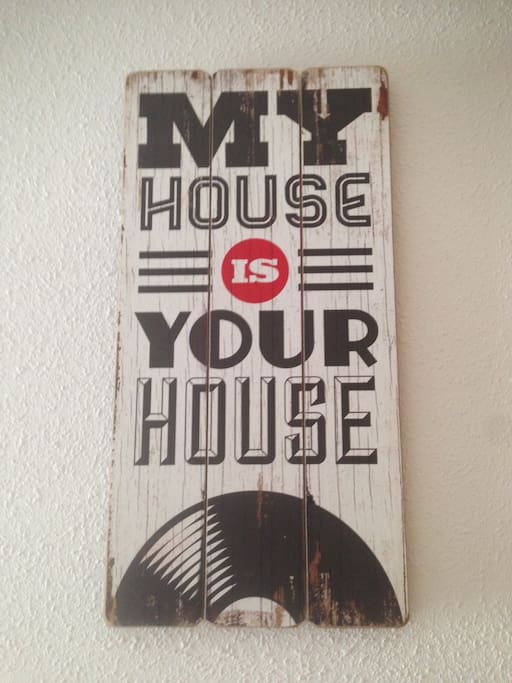 My house is your house, please take care of this. Mi casa es tu casa, cuídala.