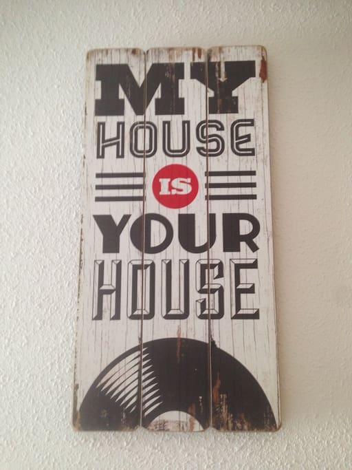 My house is your house, please take care of this. Mi casa es tu casa, cuídala.