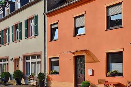 Design 4 - Ihr Ferienhaus in Trier - Trier - Talo