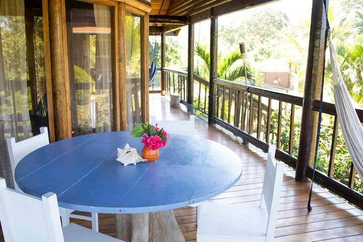 Spacious 4 bedroom with Private Beach Access