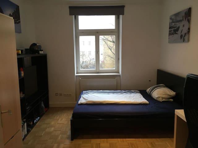 Cozy room in beautiful Munich-Haidhausen