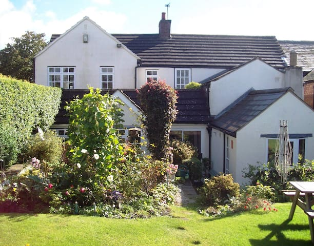 Country cottage with roof terrace - Gilmorton, Nr Lutterworth - Casa